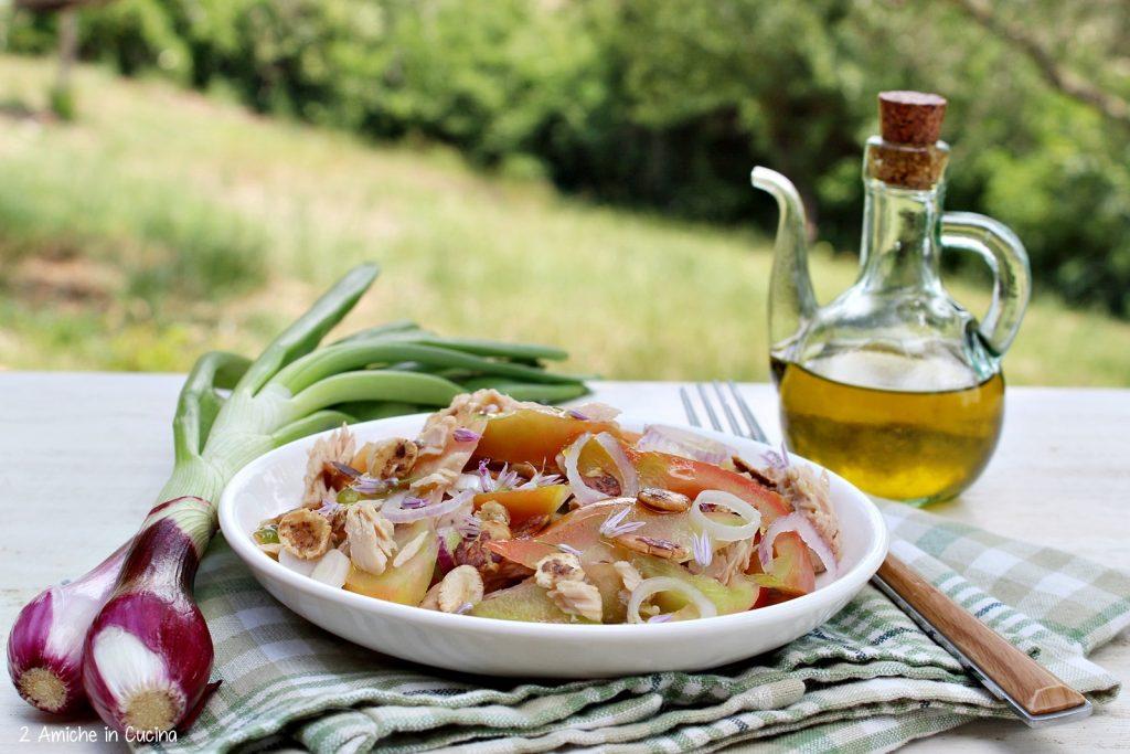 Pomodori cuore di bue con tonno e fiocchi di fagioli borlotti
