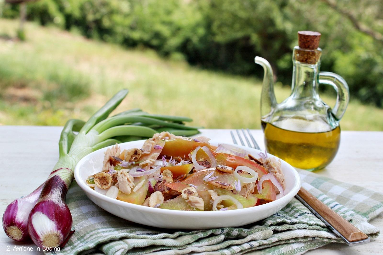 Pomodori cuore di bue con tonno e fiocchi di fagioli borlotti - 2 ...