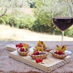 Tartellette di farro con Asiago DOP e gelatina di Sagrantino di Montefalco ai ribes