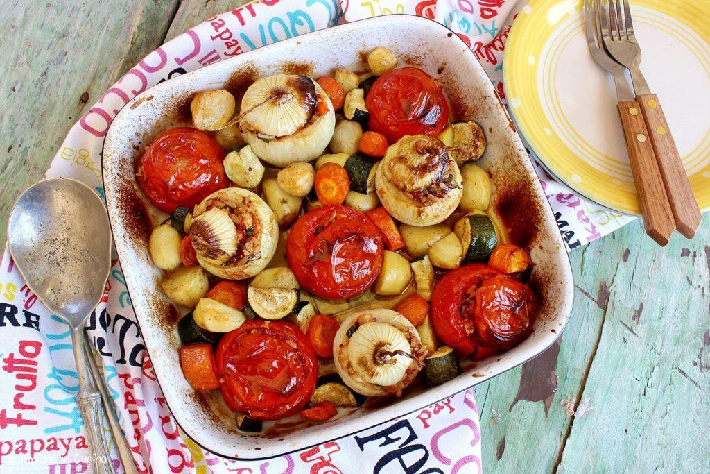 Pomodori e cipolle ripieni di cereali