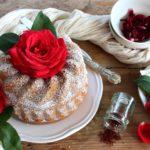 Ciambella allo zafferano e rose