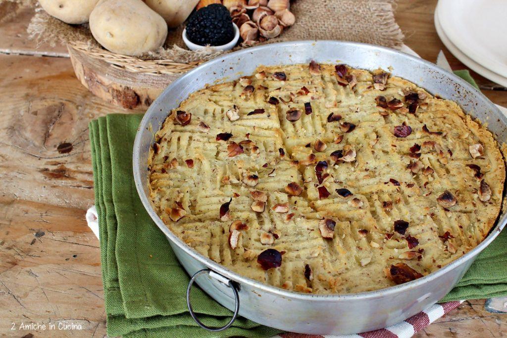 Sformato di patate e salsiccia con tartufo e nocciole