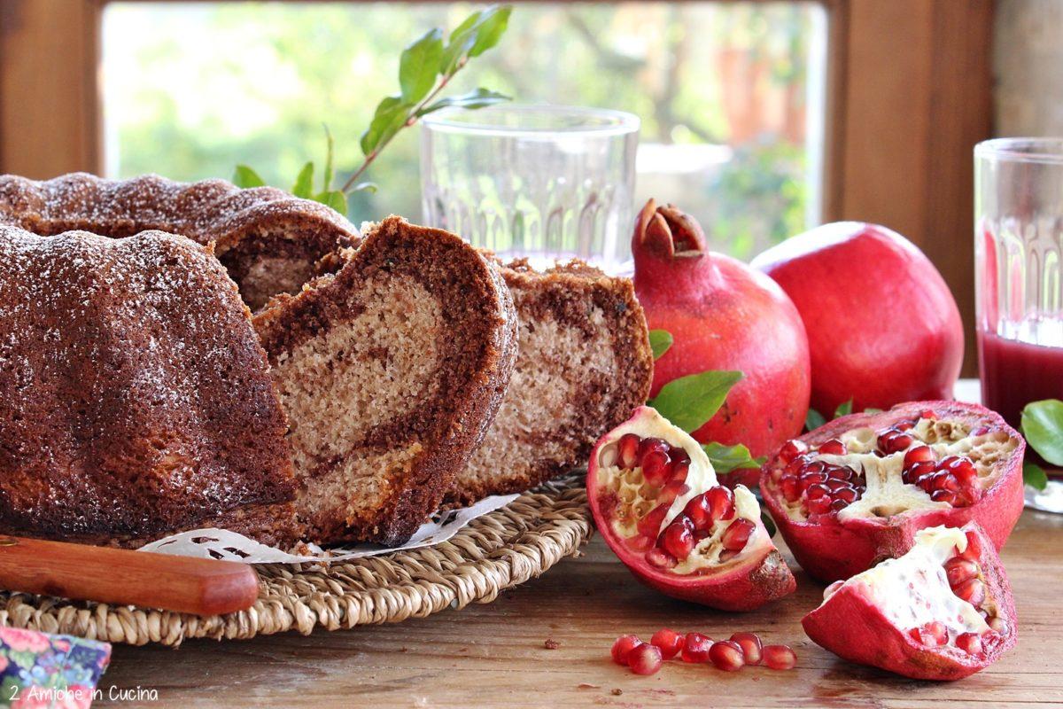 Ciambella variegata alla melagrana e cacao