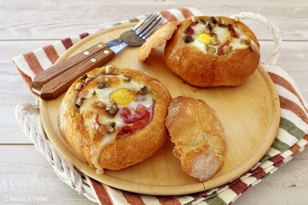 Tomini al forno con speck, uova di quaglia e funghi