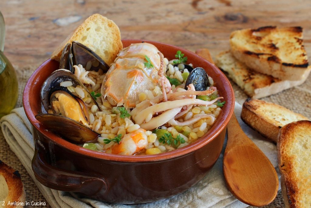 Zuppa delicata con molluschi e crostacei