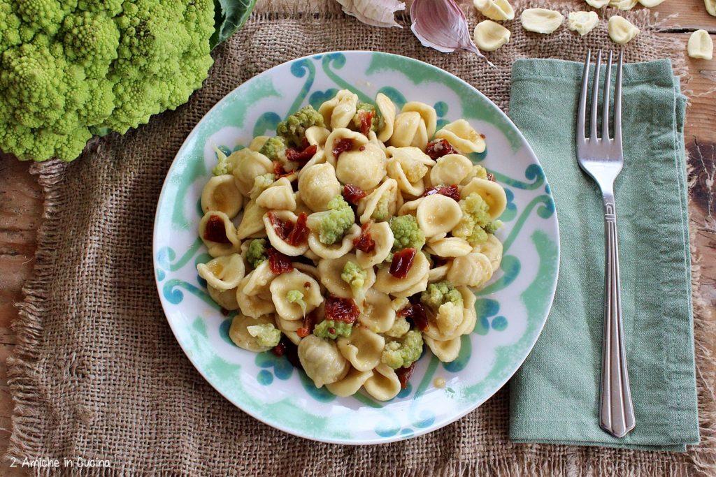 Orecchiette con broccolo romano e pomodori secchi