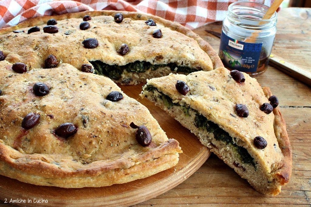 Focaccia alle olive taggiasche e cicoria