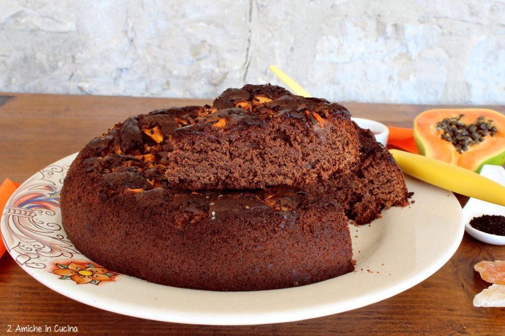 Torta al cioccolato e papaya con sesamo nero e nigella