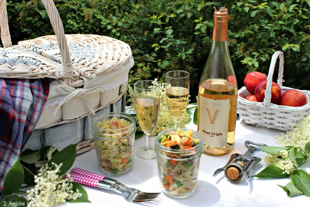 insalata di pasta- verdure-picnic- erbe aromatiche