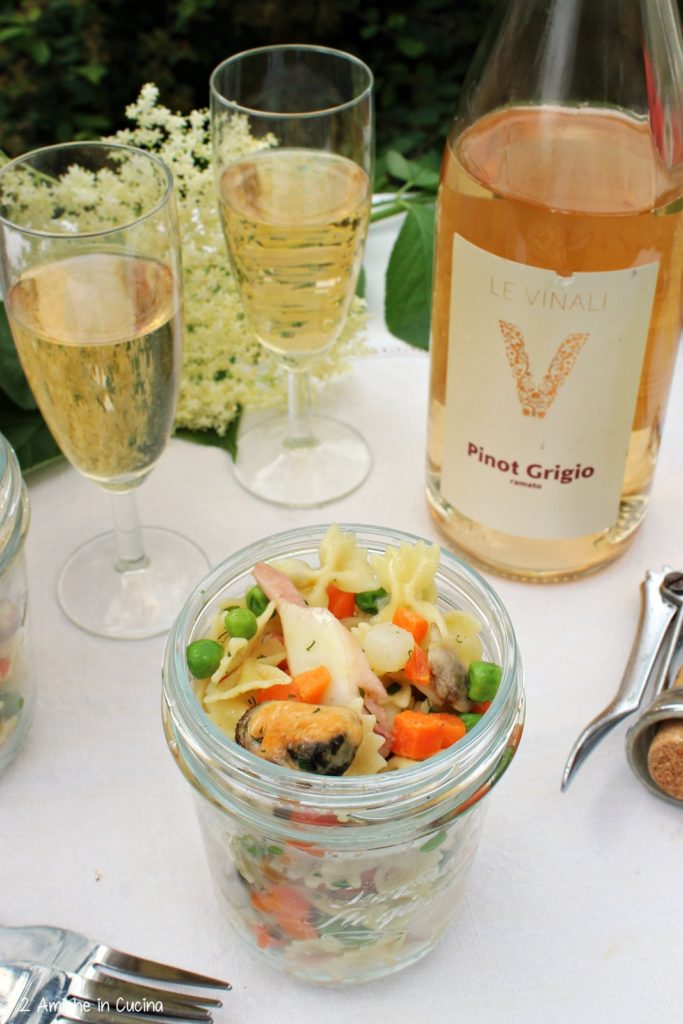 insalata di pasta- verdure-picnic-erbe aromatiche
