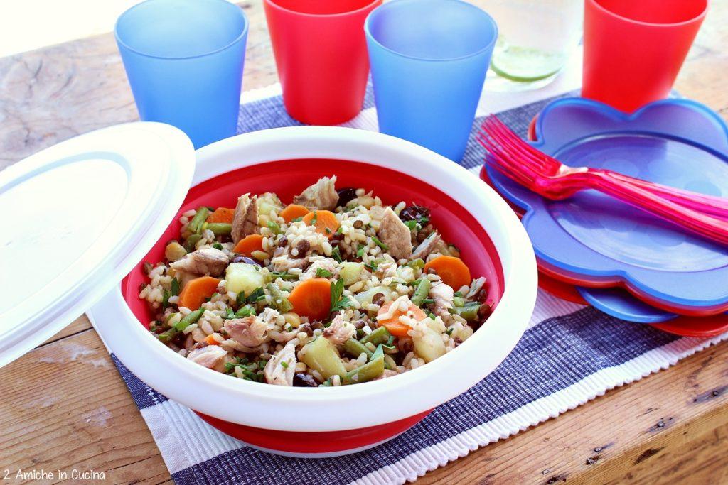 Insalata di cereali e legumi con sgombro e verdure