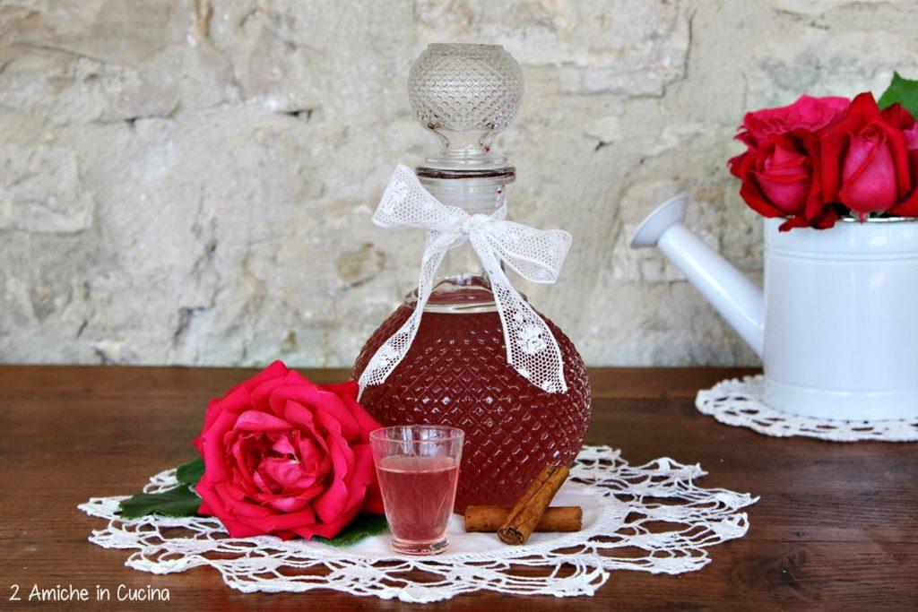 Liquore alle rose e cannella