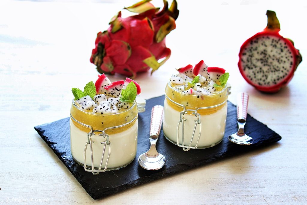 Panna cotta al dragon fruit