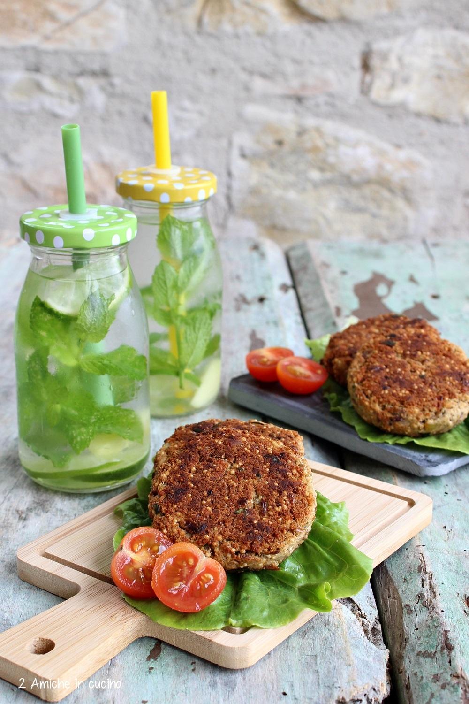 Burger di fagioli e amaranto soffiato, ricetta vegan facile.