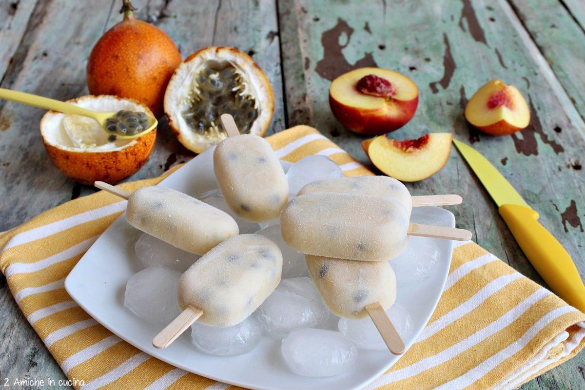 frozen yogurt con granadilla, pesche e sciroppo di acero