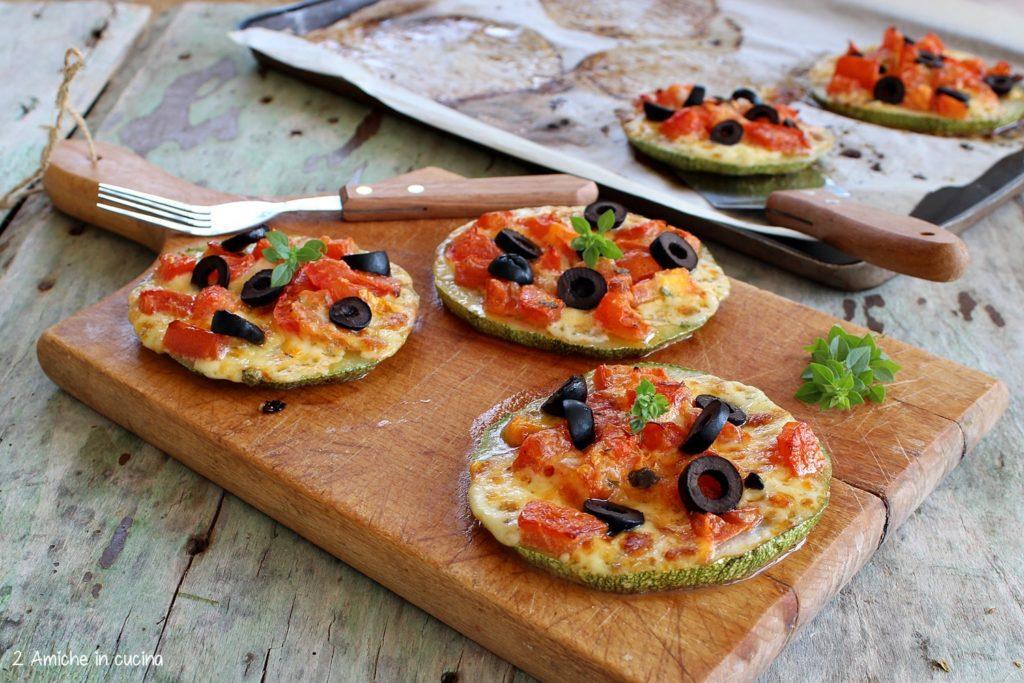 Pizzette di zucchine e olive nere
