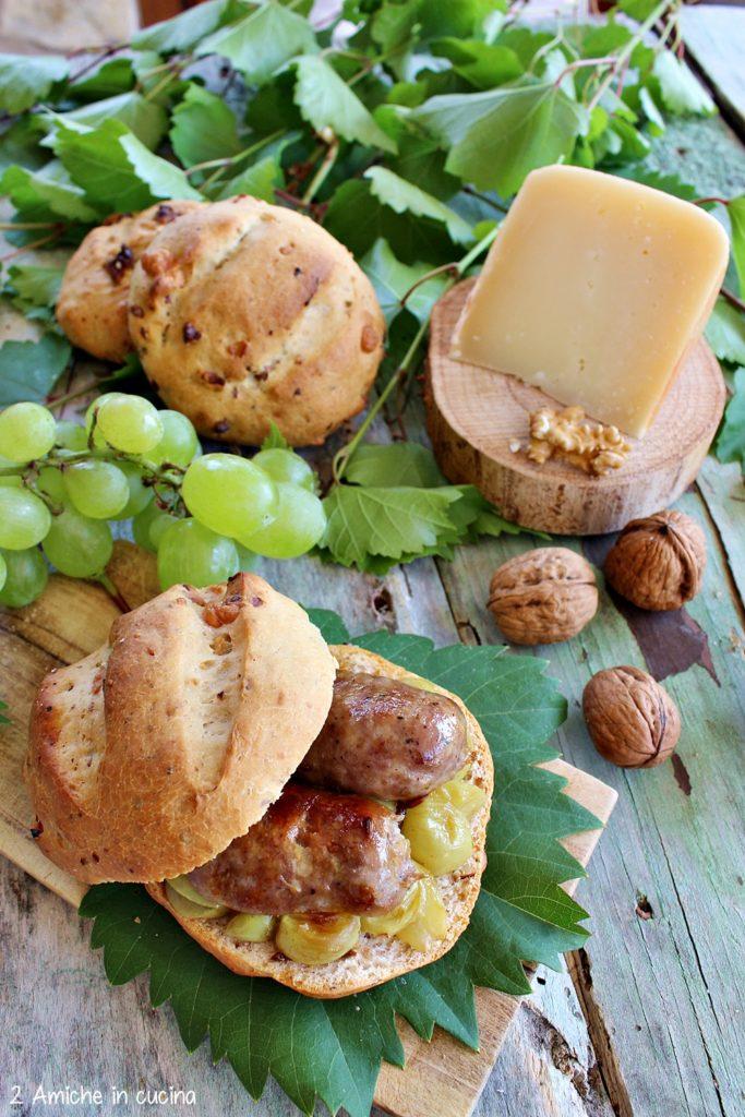 Ricetta tipica umbra, pan nociato con salsicce all'uva