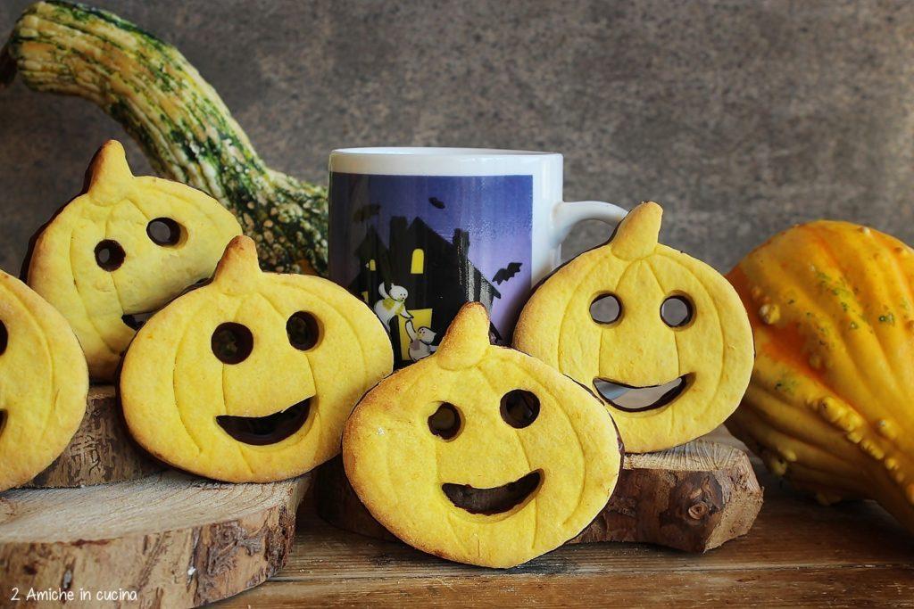 Come preparare i bisacotti alla zucca e rancia con cioccolato fondente, ricetta per Halloween