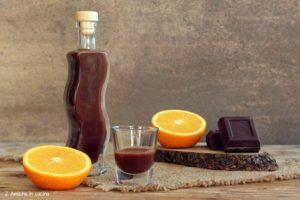 Liquore al cioccolato fondente e arancia