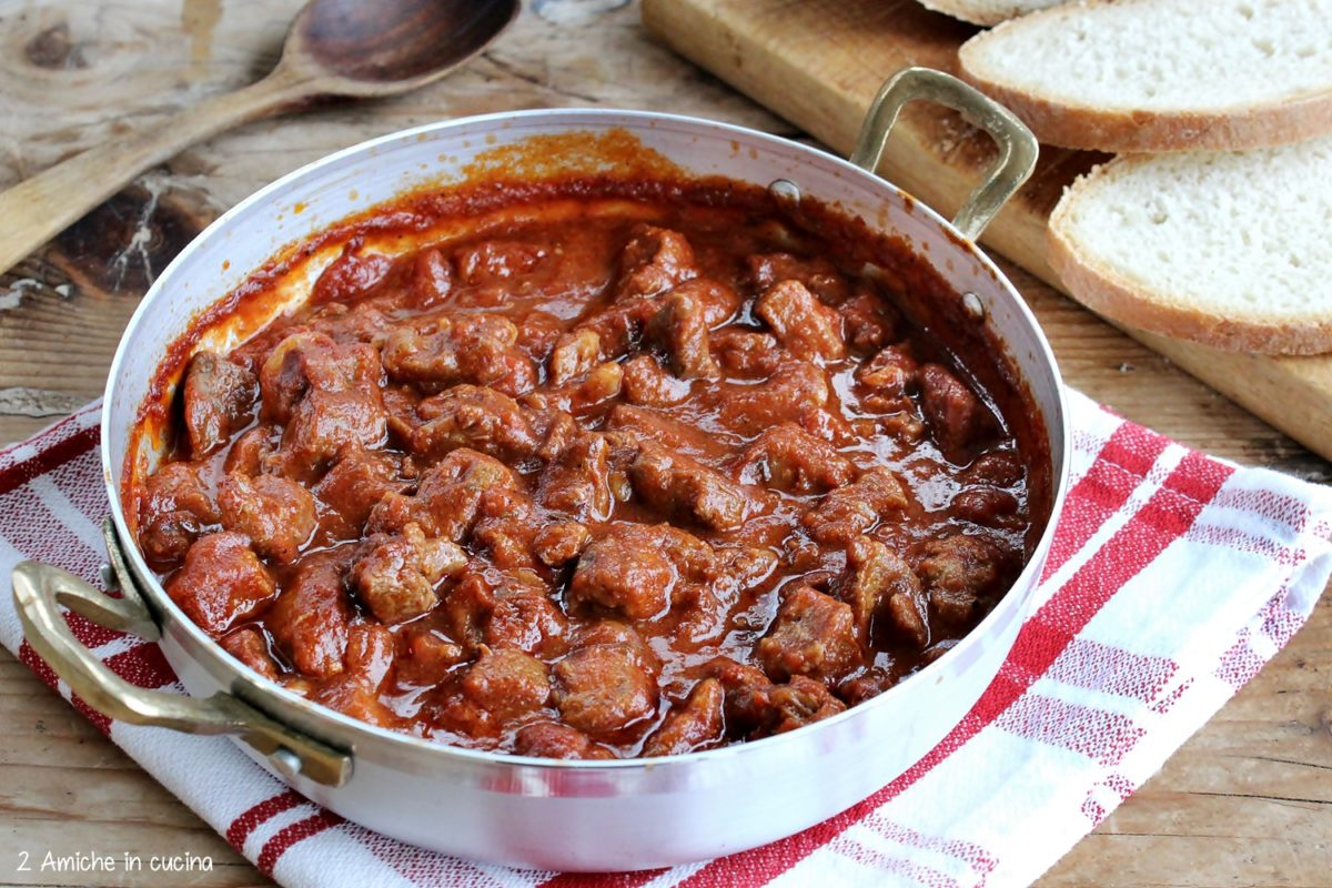 Spezzatino di cinghiale al pomodoro, ricetta tipica umbra