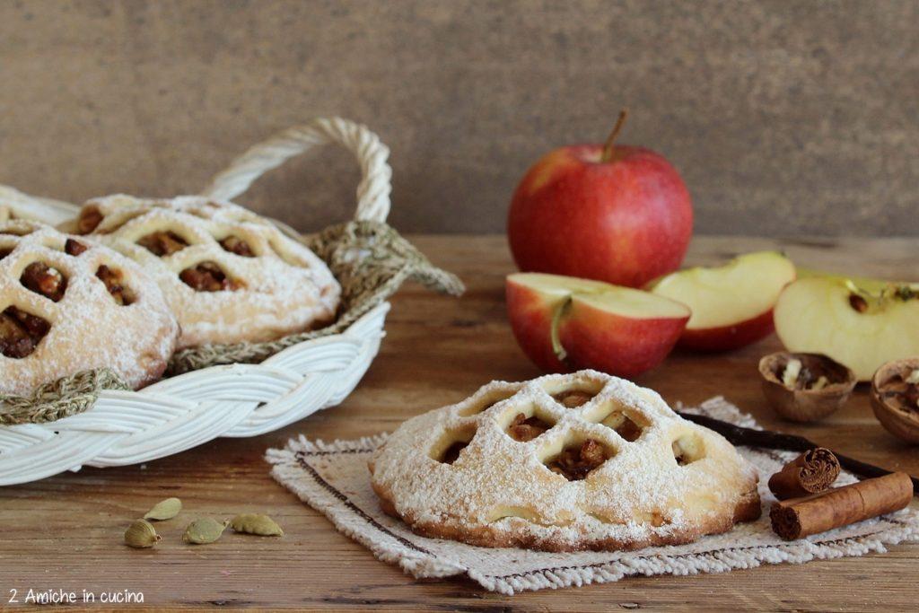 Crostatine di mele, frutta secca e spezie