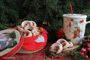 Vanillekipferl i biscotti alla vaniglia e mandorle tipici del Natale in Austria