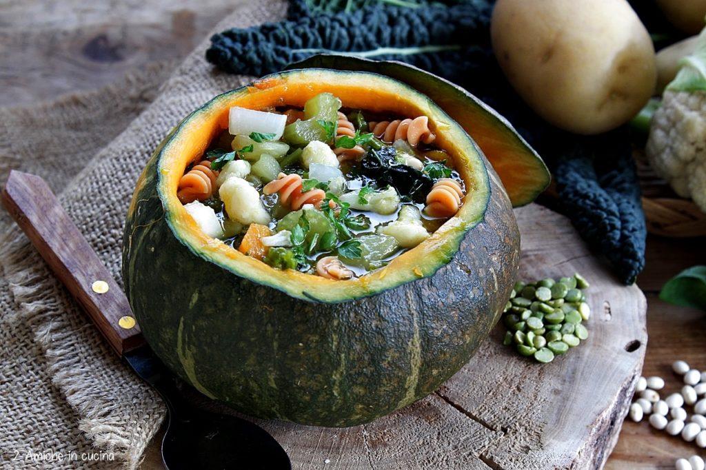 Minestrone di verdure con pasta di lenticchie rosse