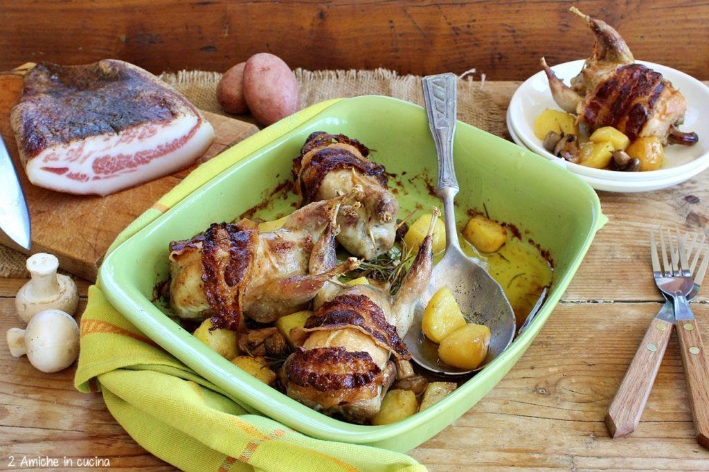 Quaglie ripiene di salsiccia e tartufo, cotte in forno con patate rosse di Colfiorito IGP e funghi champignon