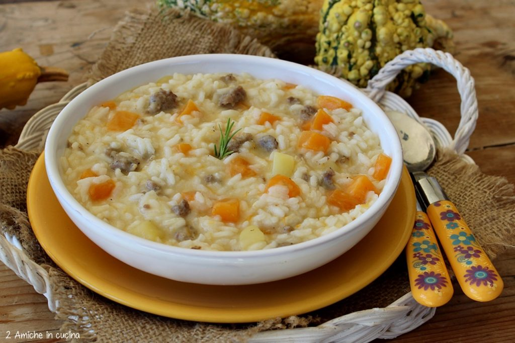 Risotto cremoso con cubetti di patate, zucca e salsiccia umbra