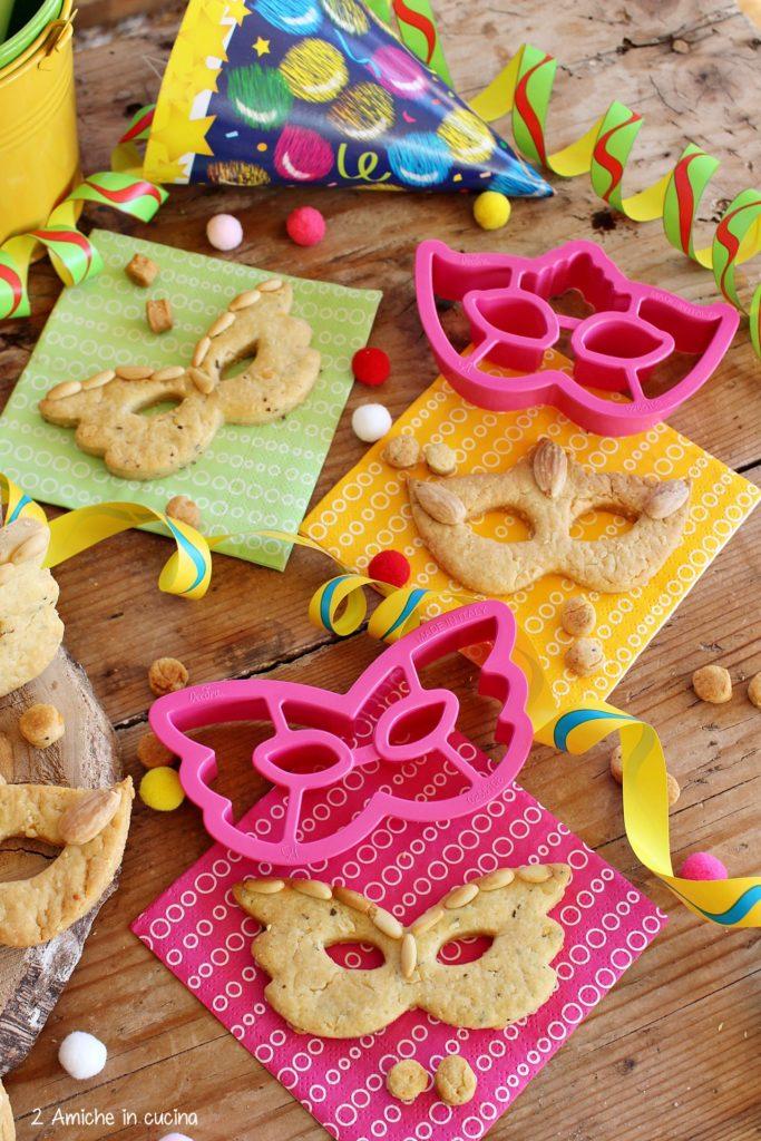 Biscotti salati a forma di mascherine di carnevale