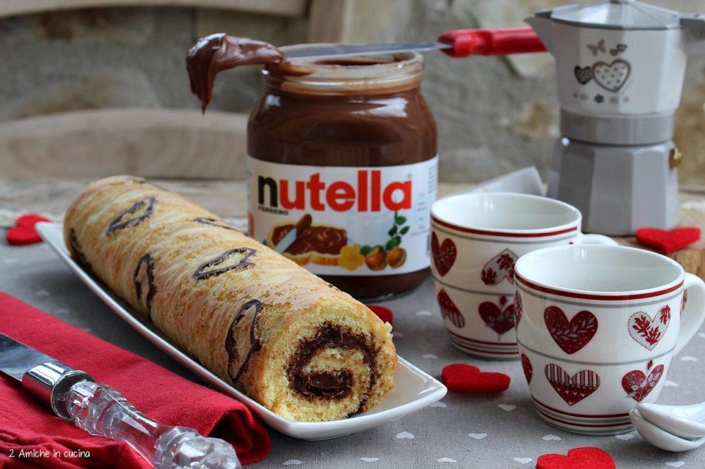 rolls con crema alle nocciole e cuori al cioccolato.