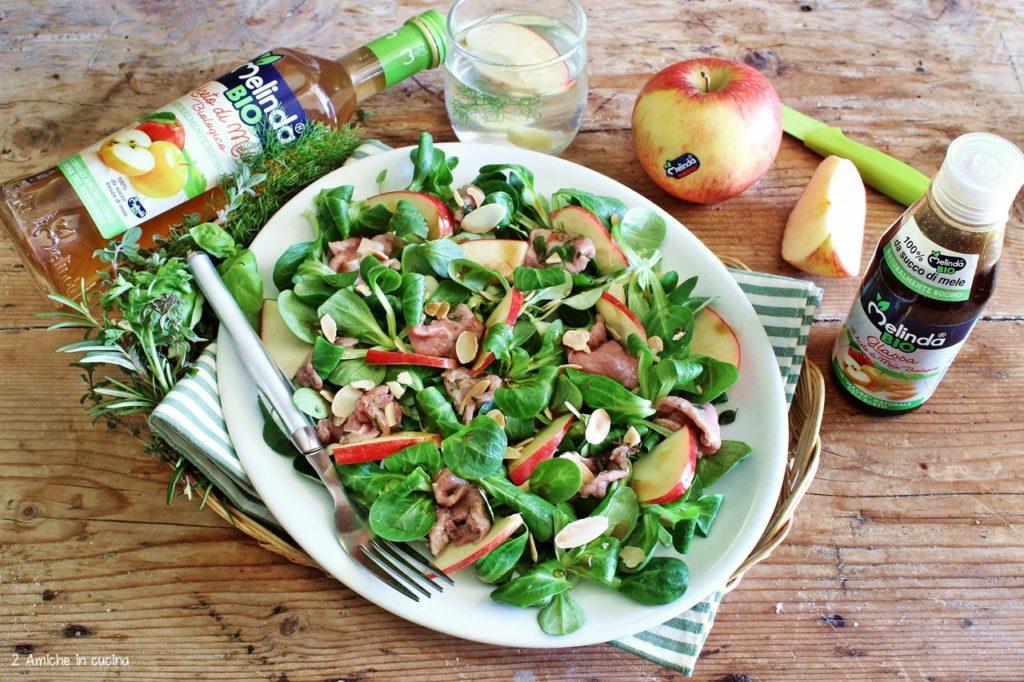 insalata di valeriana, carpaccio di manzo e mele con glassa all'aceto di mele Melinda