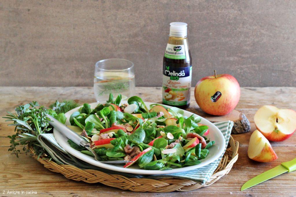 Carpaccio all'aceto di mele e erbe aromatiche con valeriana, mandorle e mele