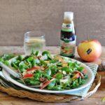 Insalata di valeriana con carpaccio di manzo all'aceto di mele e erbe aromatiche, mele Evelina, mandorle e glassa all'aceto di mele