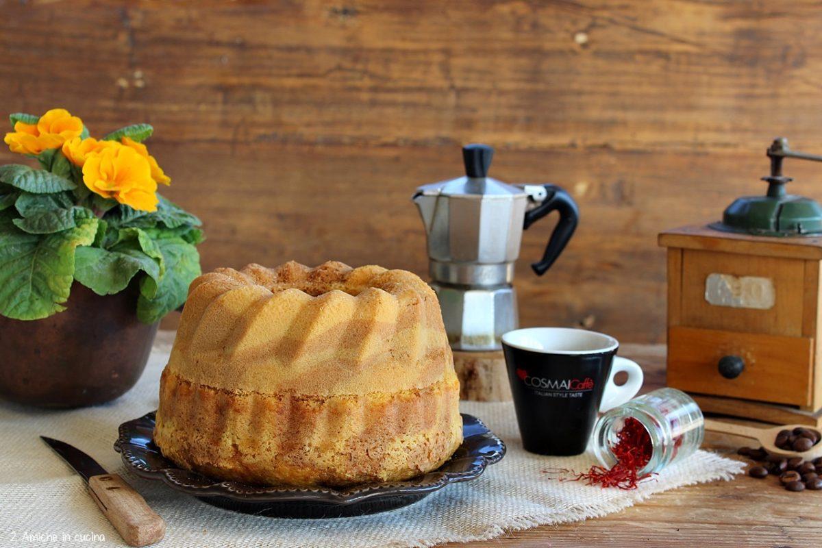 Ciambella soffice al caffè e zafferano senza lattosio