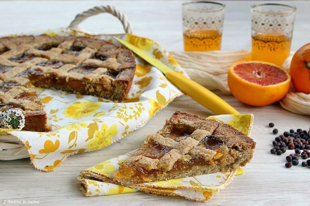 Fetta di crostata rustica con farina di roveja