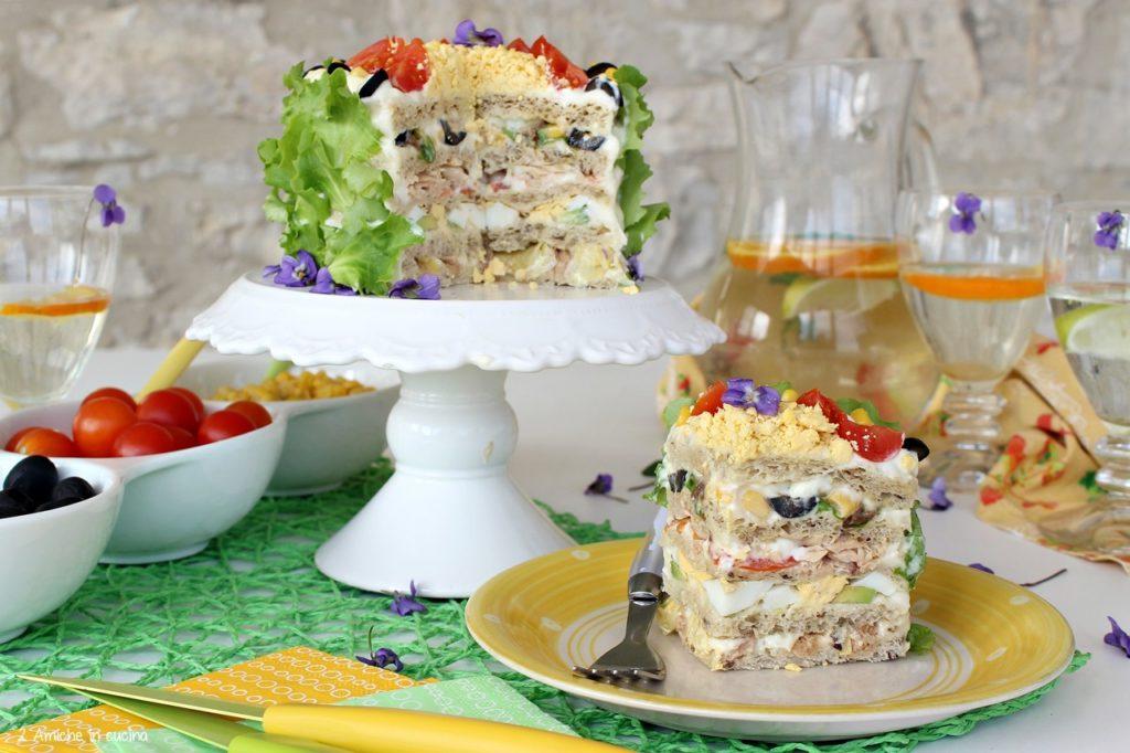 Torta salata a strati da fare senza accendere il forno con il pane da tramezzino