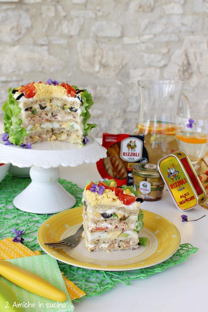 Sandwich cake con tonno e alici in salsa piccante