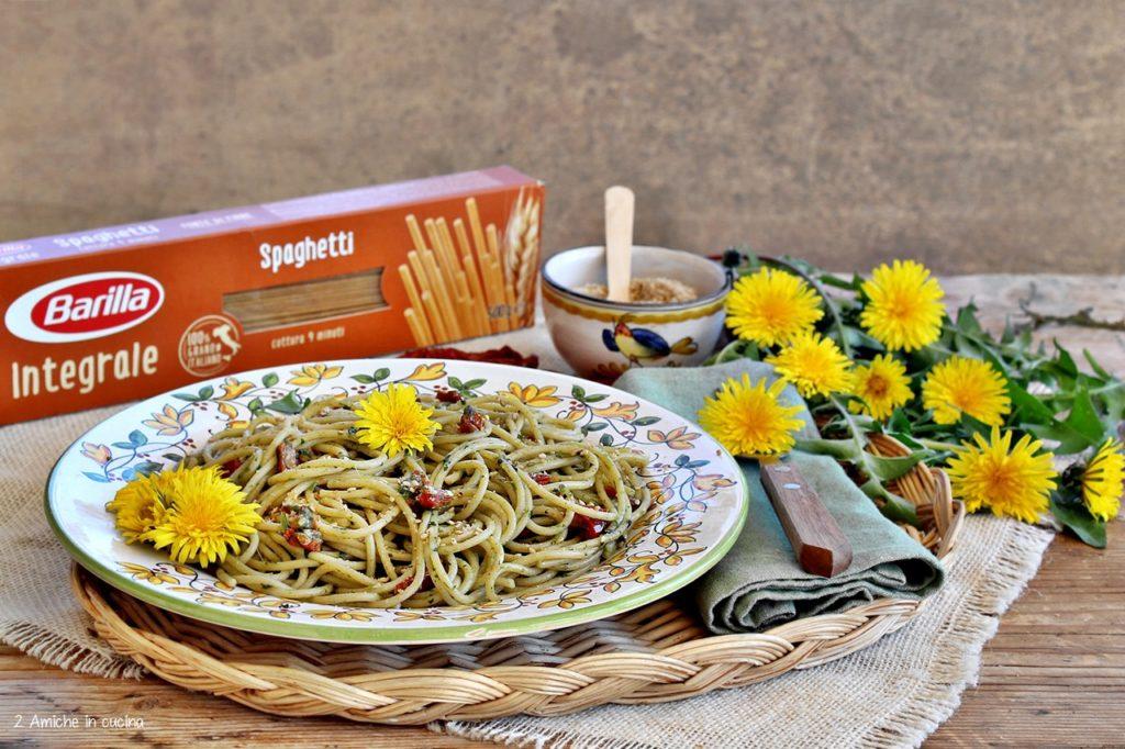 Spaghetti Barilla con pesto di tarassaco e pomodori secchi