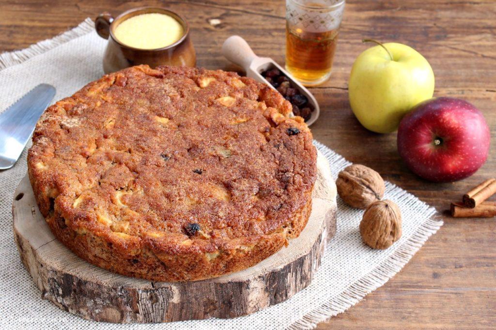 Torta di mele soffice e umida, con polenta