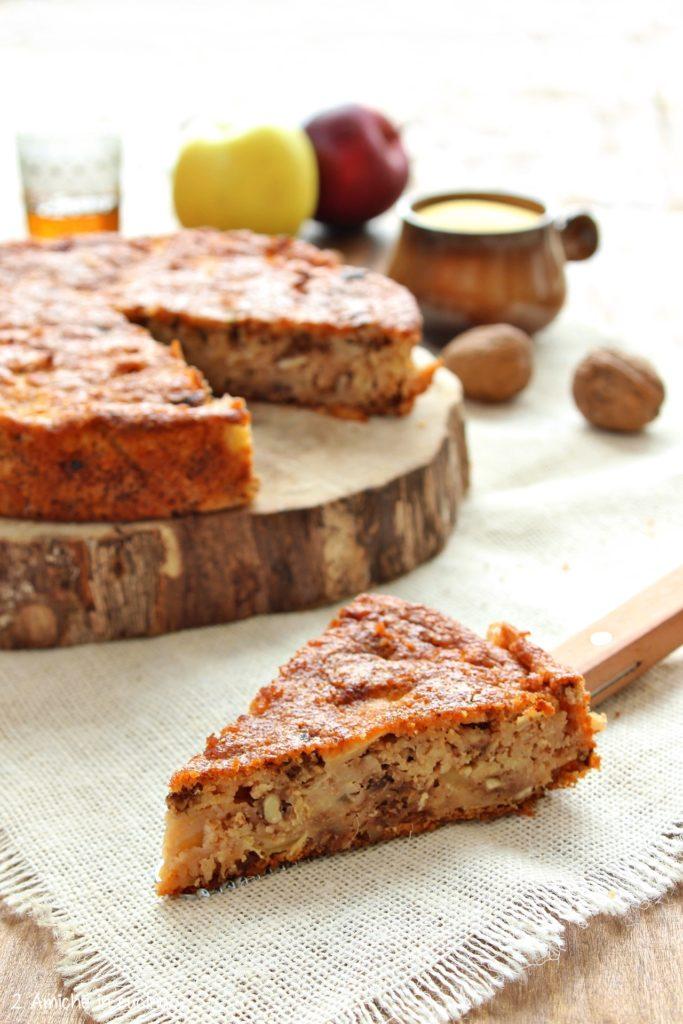 Interno della torta di polenta e mele
