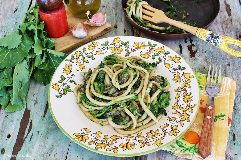 Piatto di umbrichelli con broccoletti e salsiccia umbra