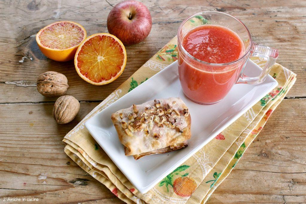 Il saccottino alle mele e arancia è un' idea per una colazione vegan, senza zucchero e senza lattosio.
