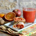 Colazione completa con saccottino di pasta fillo alle mele e arancia al profumo di cannella, ricetta vegan, senza zucchero e senza lattosio