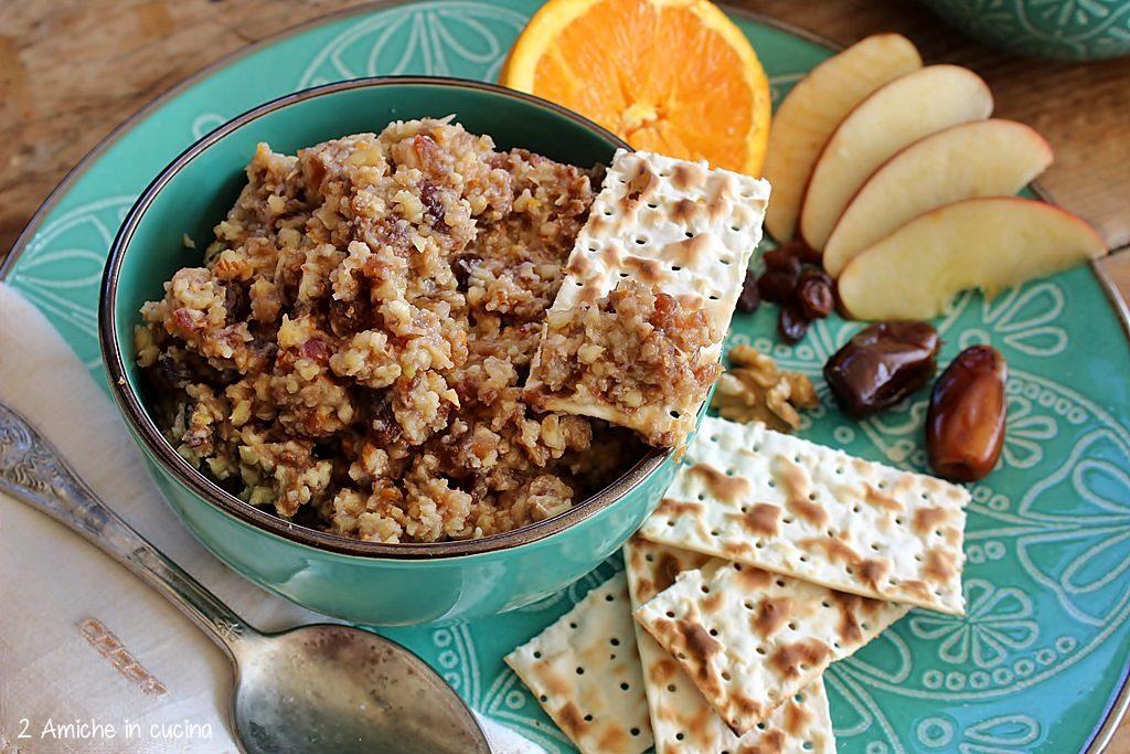 Charoset e pane azzimo per il seder di Pesach