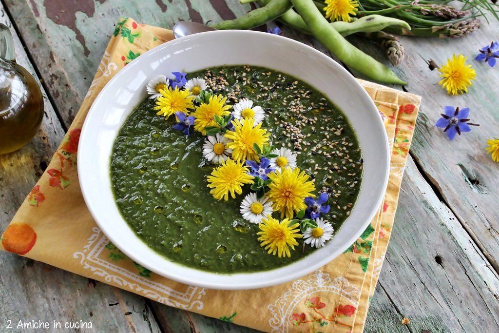 Crema di verdure, con fiori eduli e semi