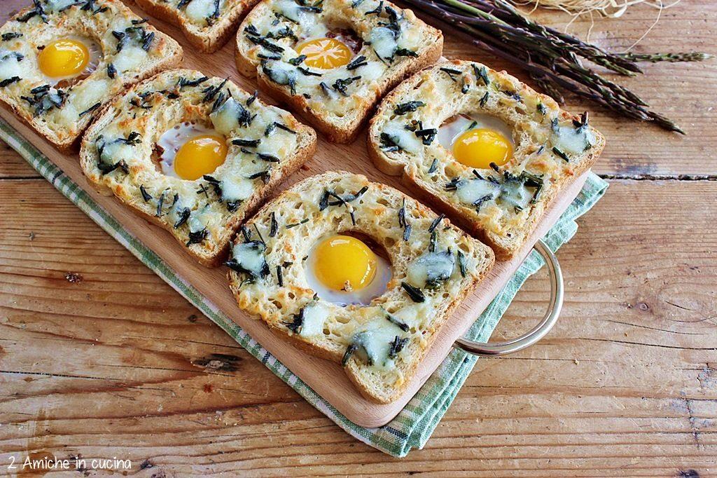 Crostini con asparagi, pecorino e uova di quaglia