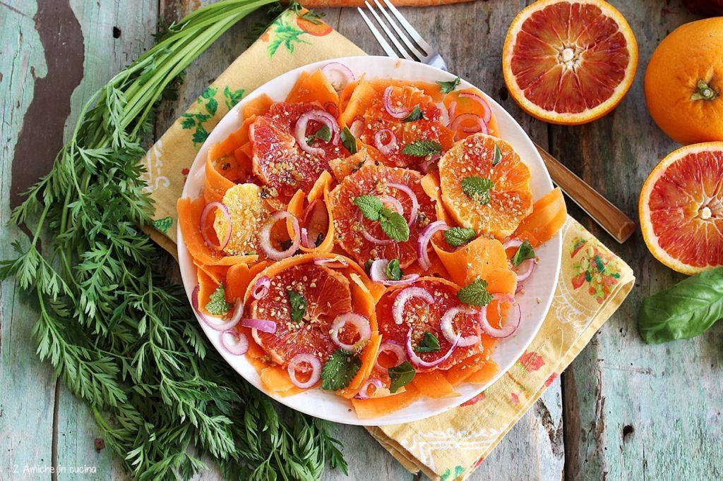 Insalata di carote, arance e cipolla di Cannara, con spezie e erbe aromatiche.