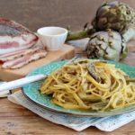Come preparare gli spaghetti alla carbonara con i carciofi senza glutine e senza lattosio.