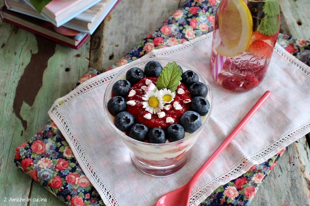 Frutti rossi con grano saraceno e yogurt greco